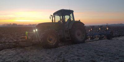 Ploegen met vorst - Tractorfan